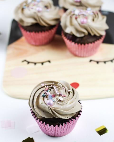 Schoko-Kirsch-Cupcakes-mit-Tonkabohne